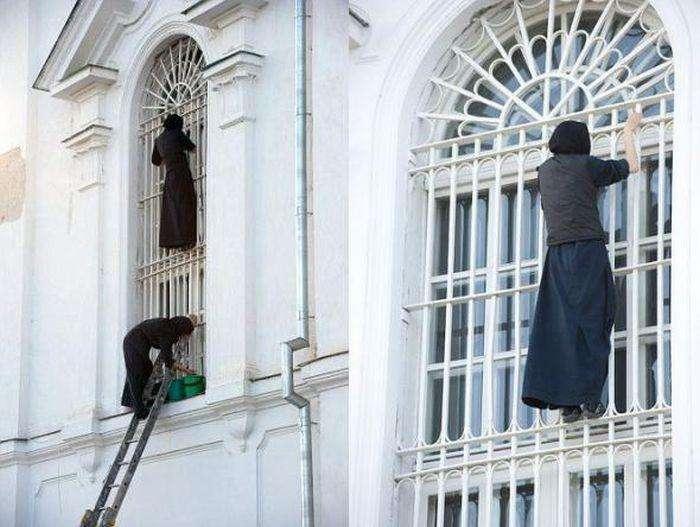 Суворі будні працівників ЖКГ (29 фото)