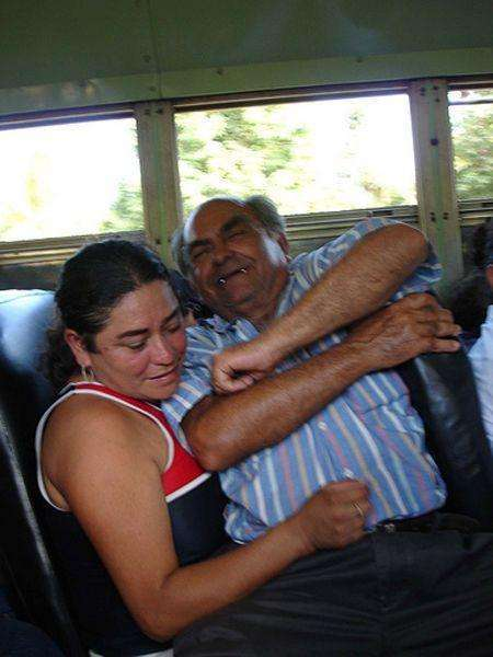 У громадському транспорті (24 фото)