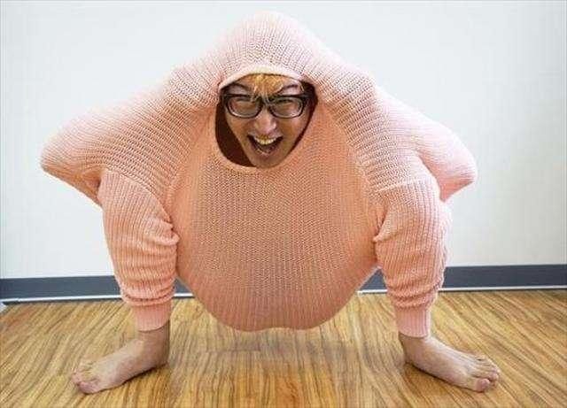 Японець дякую светру став куркою (13 фото)