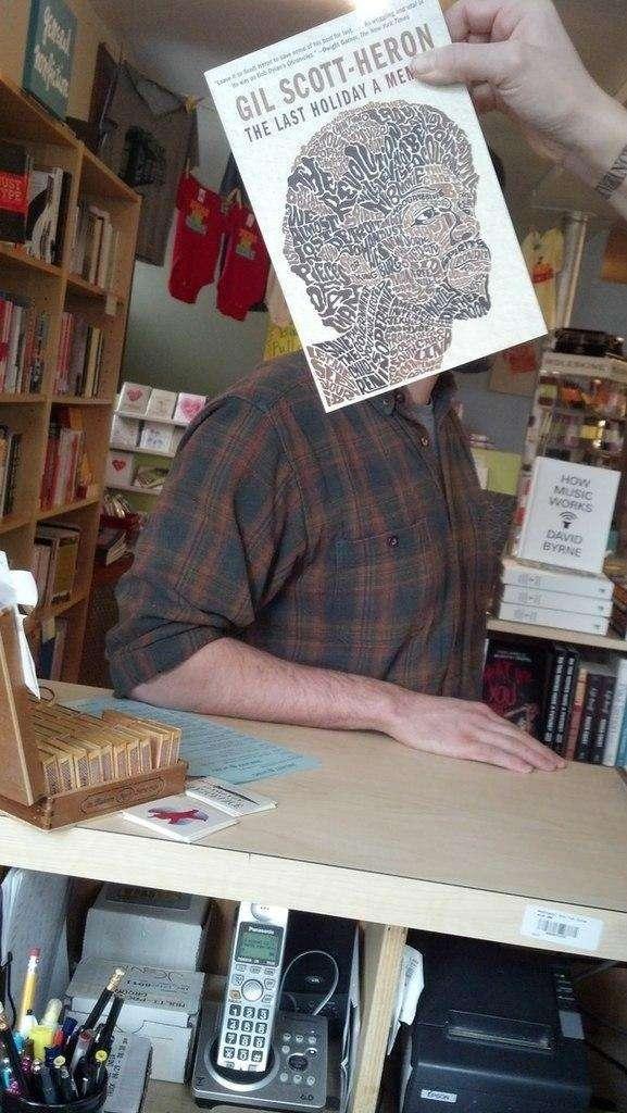 Приколи з книжковими обкладинками (15 фото)