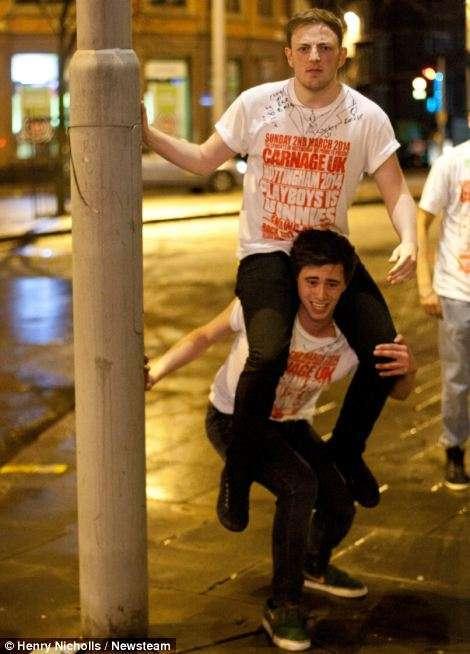 Англійські студенти відзначили битву пабів (22 фото)