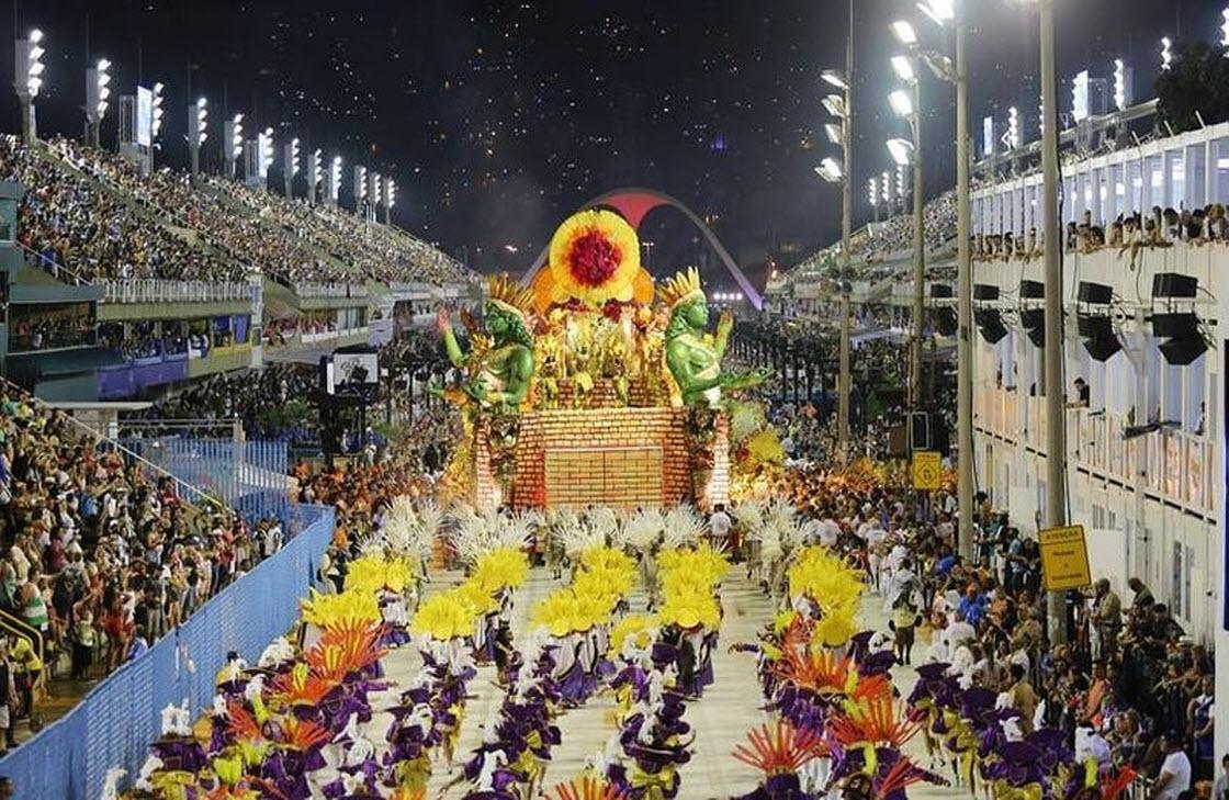 В Рио-де-Жанейро стартовал знаменитый карнавал праздник, фестиваль