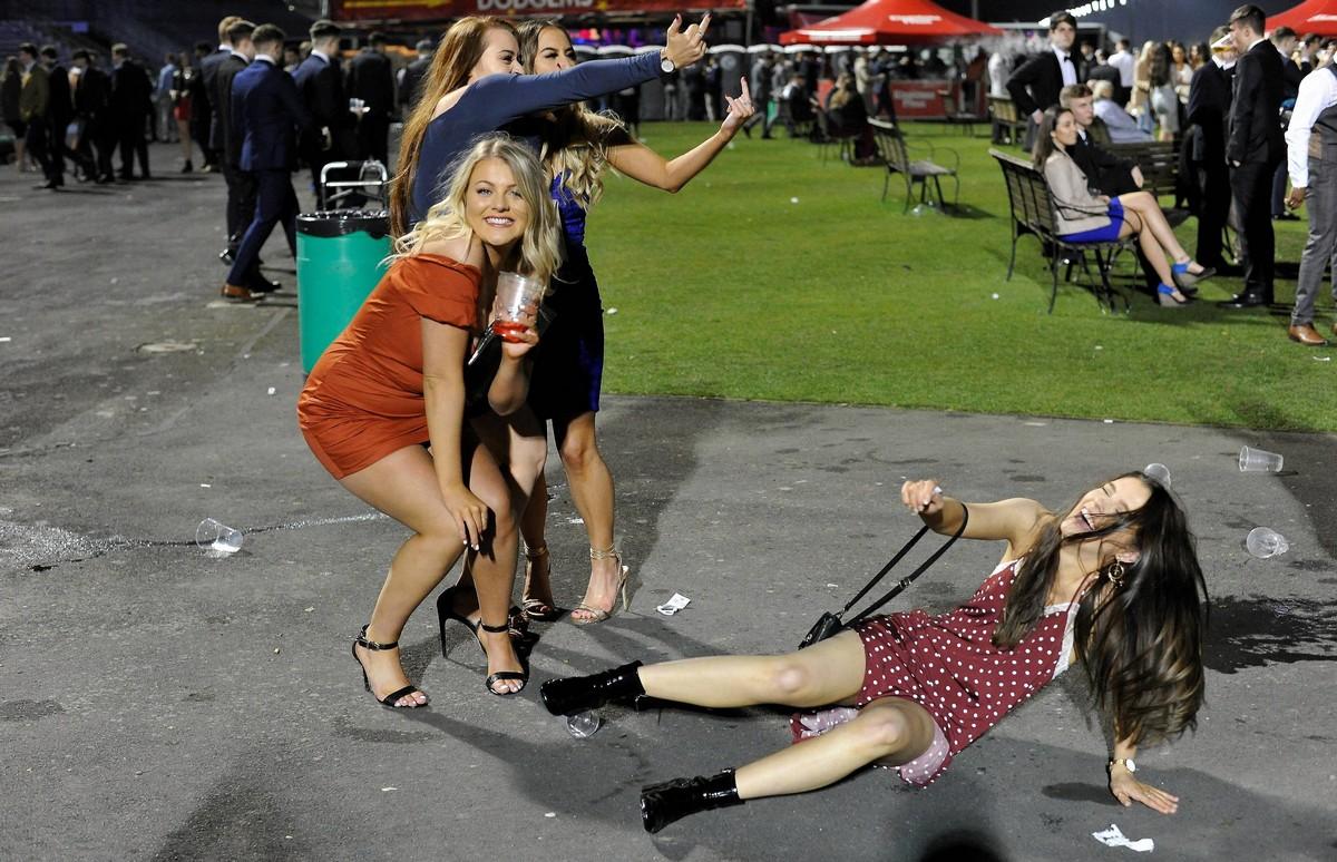 Студенческая вечеринка на ипподроме Ньюкасла МиР