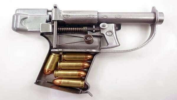 Зачем американцы сбрасывали пистолеты над Германией во время Второй Мировой войны   Интересное