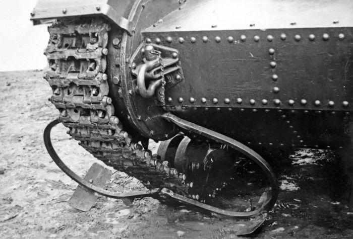 Сабли, молотки и навоз: 5 странных способов борьбы с танками война