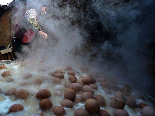 Яйца, сваренные в моче мальчиков - зловонный китайский деликатес деликатесы