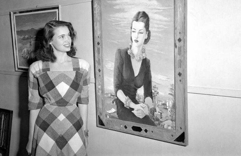 Классические красавицы, позирующие художникам
