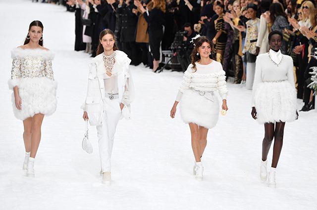 Пенелопа Крус дебютировала на подиуме на показе Chanel в память о Карле Лагерфельде Новости моды