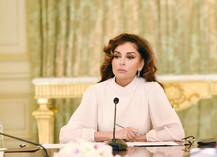 Как первой леди Азербайджана удается выглядеть так молодо в 53 года звезда