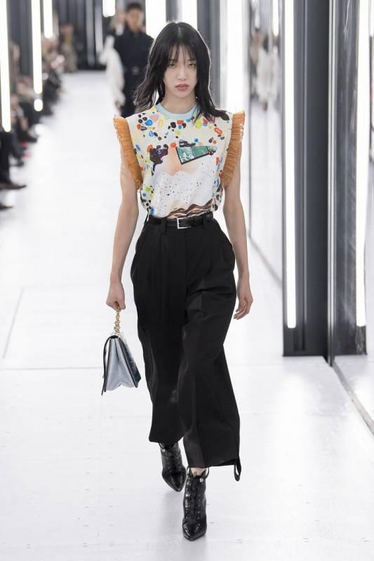 Louis Vuitton весна-лето 2019 - яркое и неоднозначное путешествие в будущее Louis Vuitton весна-лето 2019