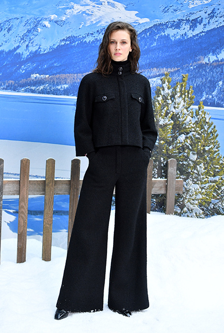Пенелопа Крус на подиуме, Кристен Стюарт - в зале: как прошел показ последней коллекции Лагерфельда для Chanel Мода / Новости моды