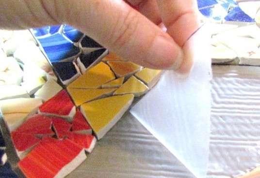 Не спешите выбрасывать осколки разбившихся чашек: сделайте уникальный элемент декора handmake