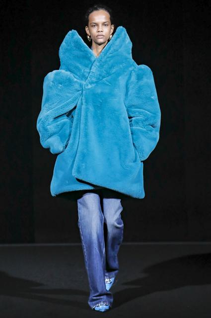 Неделя моды в Париже: Рената Литвинова с дочерью и Хейли Болдуин на показе Balenciaga осень-зима 2019/2020 новости моды