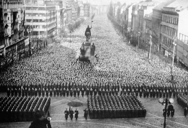 «Фюрера я оплакивать не мог» общество