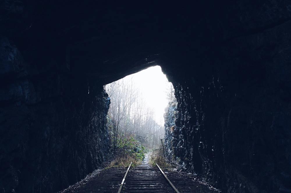 Грузовик-призрак и мчащийся поезд: 5 мистических историй истории