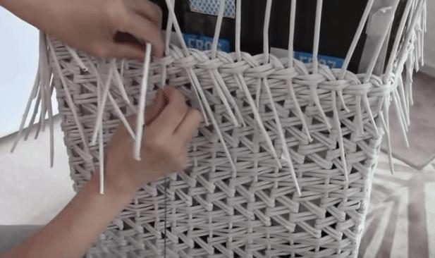 Корзина для белья без лишних затрат плетение корзині