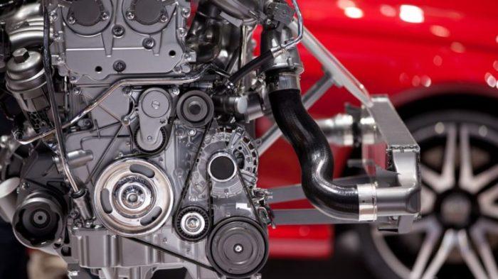 Торможение двигателем: гробовщик мотора или полезная привычка?