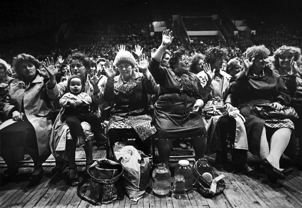Как в СССР заряжали банки с водой у телевизора жизненное