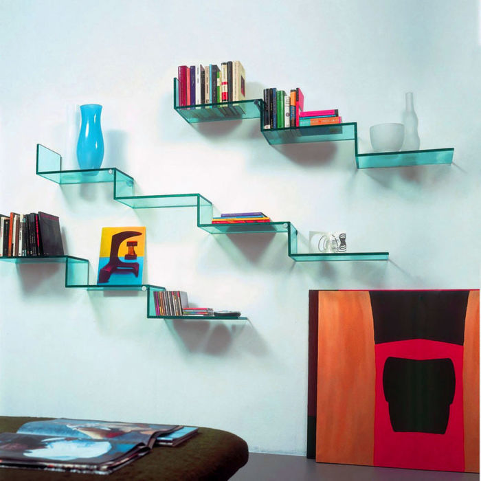 Стеклянные полки – лучшее решение для маленькой комнаты идеи для дома