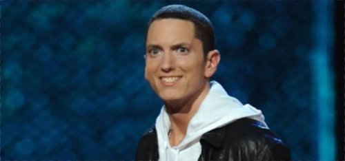 Наконец-то он улыбается: парень отфотошопил фотографии Эминема, заставив его улыбаться